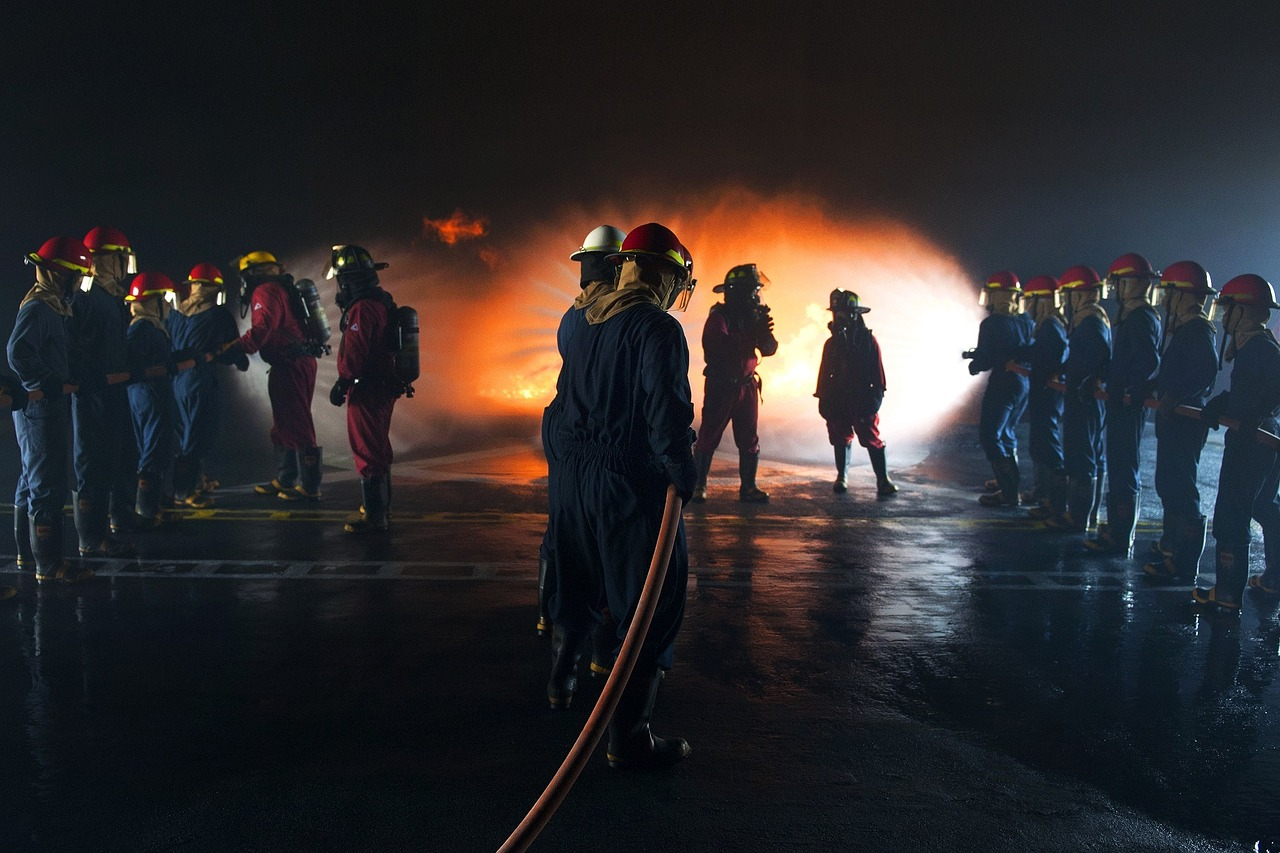 firefighters-906203_1280